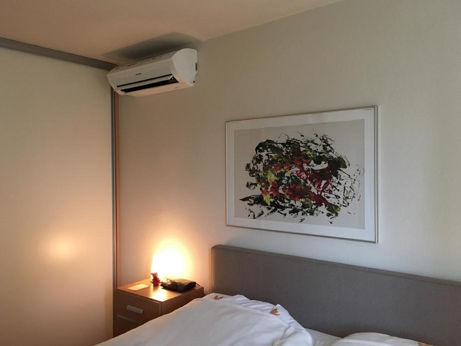 Slaapkamer voorzien van een Samsung AR5000